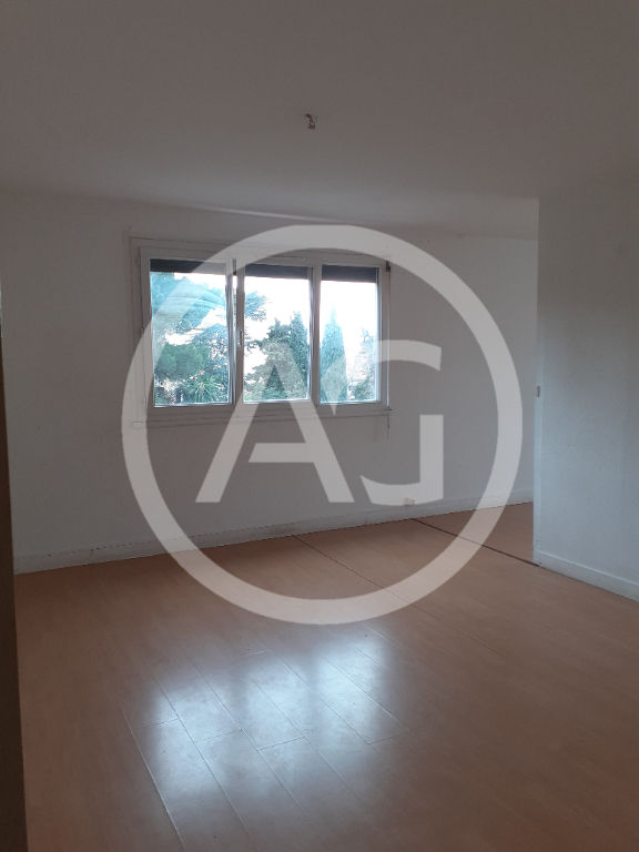 PERPIGNAN - Appartement T3 traversant de 75m2 et place de parking